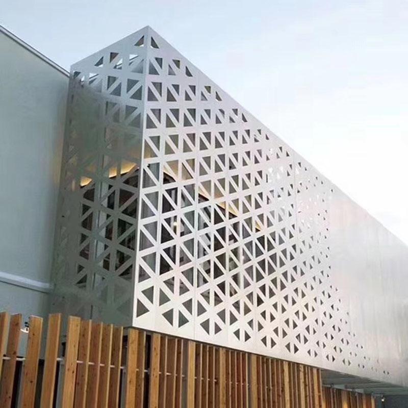 选择雕花铝单板应考虑哪些方面?
